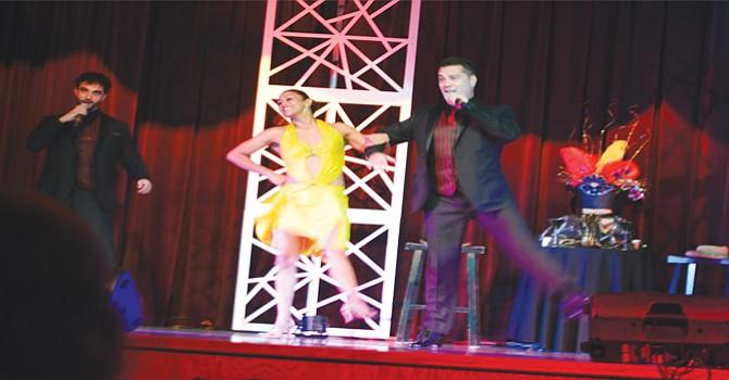 Analilya Calzada, acompañada por Richard Bermúdez y Carlos Mendoza impresionó a los asistentes con versátiles y vistosas ejecuciones de baile. Foto: Horacio Rentería.