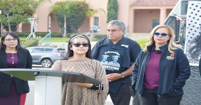 """Itzel Guillén, """"Dreamer"""" quien ha ayudado a cientos de jóvenes Soñadores como promotora de DACA en el condado de San Diego. Foto: Horacio Rentería/El Latino San Diego."""