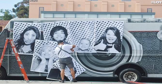 """Se mostraron fotos de otros """"Dremers"""" de la muestra  """"Emerson Collective, Inside Out Dreamers Project"""". Foto: Horacio Rentería/El Latino San Diego."""