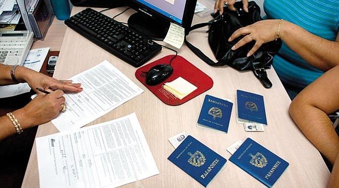 A favor de connacionales expatriados: Cuba anuncia reforma migratoria