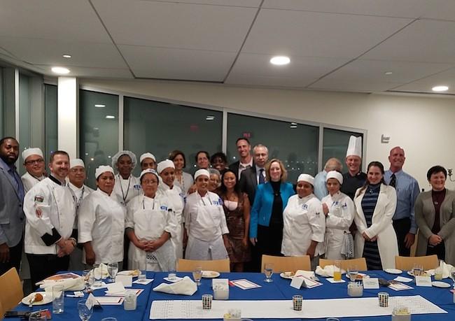 Estudiantes de Cocina Internacional de la Escuela Carlos Rosario ofrecieron degustación de comida asiática