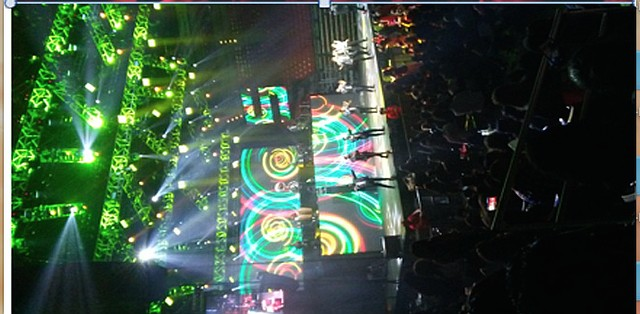 El colorido escenario llenó y deleitó la pupila de la audiencia al concierto de la Banda MS. Foto: Pamela Smith/El Latino San Diego.
