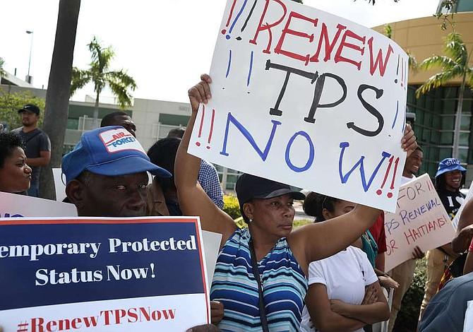 Centroamericanos en vilo por decisión de Trump sobre TPS