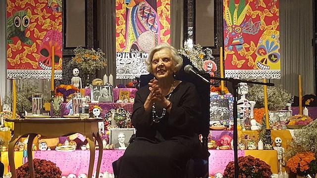 ESCRITORA. Elena Poniatowska deleitó a los asistentes al Instituto de Cultura Mexicana el lunes 30 de octubre de 2017.
