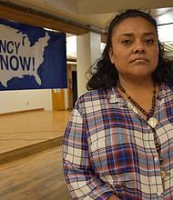 La beneficiaria del Estatus de Protección Temporal (TPS) Guiselle Martínez, de 43 años y quien emigró en 1994 a EE.UU. desde su natal Tegucigalpa, Honduras, posa para una foto después de enterarse sobre la decisión del gobierno estadounidense de cancelar el Estatus de Protección Temporal (TPS) para hondureños y nicaragüenses que expira dentro de dos meses en Los Ángeles, California. Activistas e inmigrantes amparados por el Estatus de Protección Temporal (TPS) mostraron su decepción por la decisión del Gobierno de EE.UU. de poner fin a la protección para nicaragüenses y extender solo seis meses la de los hondureños.