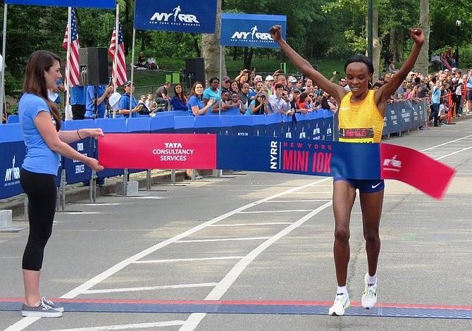 Campeona olímpica de maratón Jemima Sumgong fue suspendida 4 años por dopaje