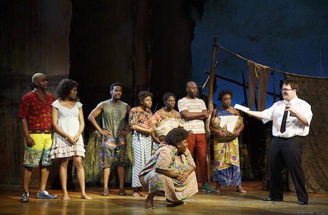 """COMEDIA MUSICAL. Sterling Jarvis es el primero a la izquierda en esta foto de la compañía teatral de """"The Book of Mormon""""."""