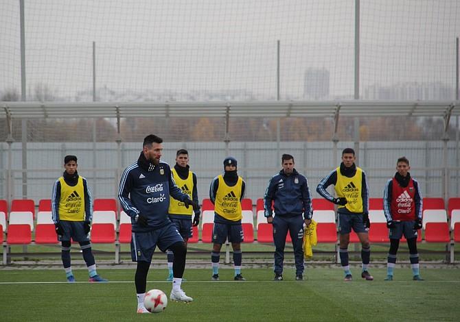 Con Messi a la cabeza Argentina entrena en Moscu para sus partidos frente a Rusia y Nigeria