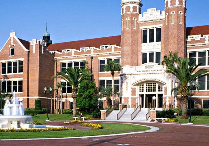 Universidad de Florida prohíbe hermandades tras muerte de estudiante