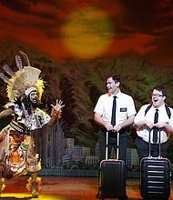 UGANDA. Los misioneros mormones interpretados por Ryan Bondy y Cody Jamison Strand se alistan para viajar a Uganda y son despedidos por Monica L. Patton.