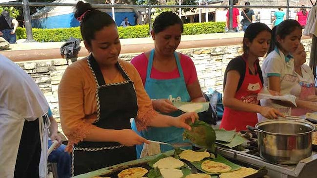 En La Unión, El Salvador la gastronomía combina las riquezas del mar y la tierra