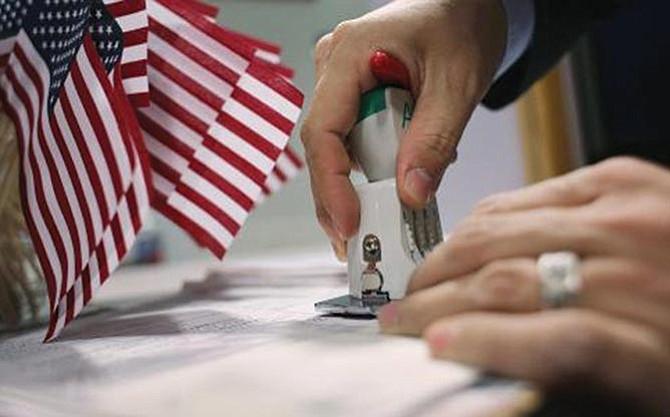 Miles renuncian a la ciudadanía estadounidense