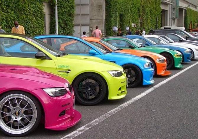 El color de un auto afecta directamente su depreciación