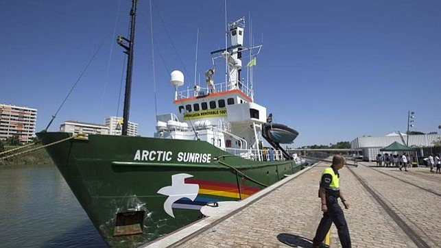 Greenpeace's Arctic Sunrise brings environmental message to Miami