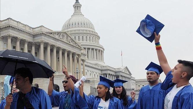 """Cientos de """"soñadores"""" piden ante el Capitolio vía a la ciudadanía"""