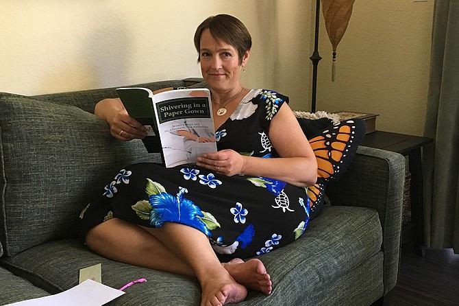 Lori Wallace tiene un cáncer de seno terminal y asegura que ha luchado cada segundo contra la enfermedad. Por eso dice que le molesta que los mensajes de los hospitales solo muestren a pacientes milagrosamente felices y curadas.