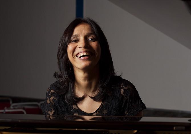 SOMERVILLE: Concierto de música latinoamericana en el piano