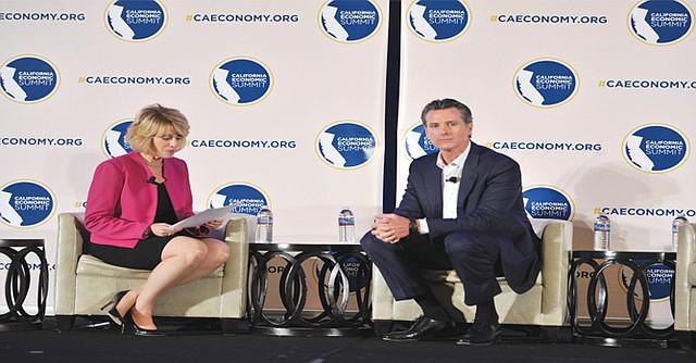 De Izq. a Der.: Ashley Swearengin (anfitriona) y el panelista invitado, Gavin Newson. Foto-Cortesía: Violeta Vaqueiro/CA Fwd.