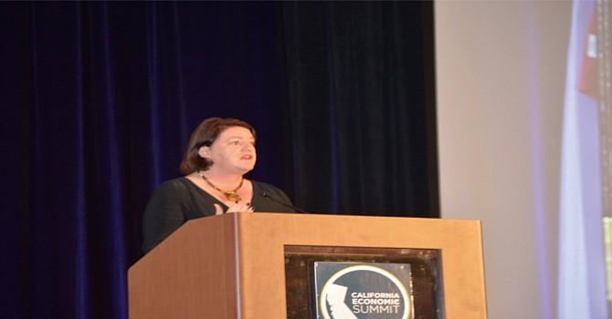 La Senadora Estatal Tony Atkins, durante su intervención en la VI Cumbre Económica de California. Foto: Horacio Rentería/El Latino.