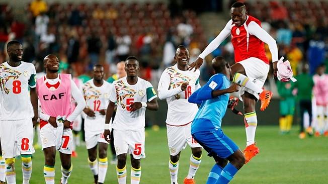Senegal tercer equipo africano en lograr el billete para Rusia