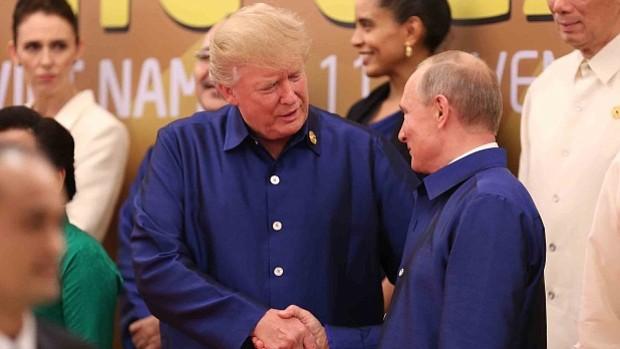 Putin y Trump se saludaron e intercambiaron unas palabras