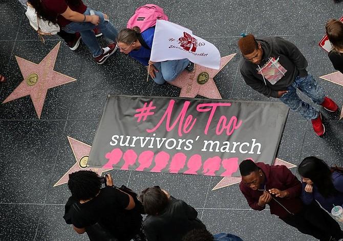 Decenas de mujeres marchan en el corazón de Hollywood contra el abuso sexual