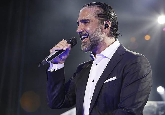 Alejandro Fernández y Víctor Manuelle actuarán también en los Grammy Latino