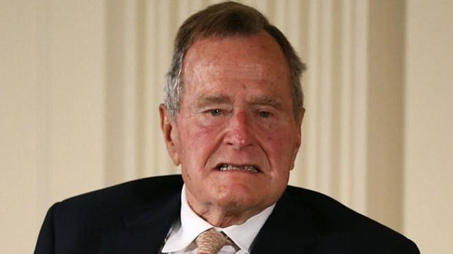 Una sexta mujer acusó al expresidente Bush padre de tocamientos inapropiados
