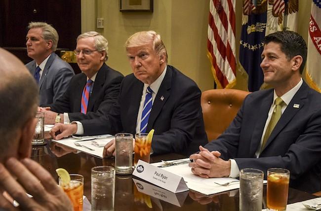 Donald Trump dice que solo está aplicando la ley de inmigración. Pero no es tan simple.