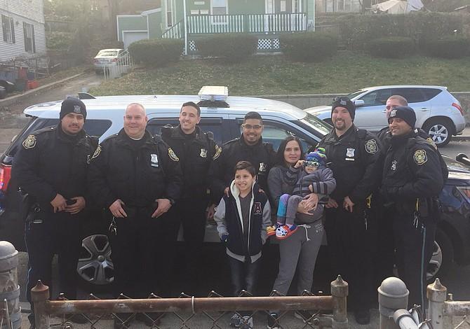 La Policía de Chelsea cumplió el sueño de un niño de 2 años con cáncer terminal