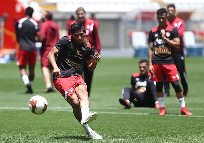 Perú buscará su cupo al mundial de Rusia con el apoyo de 50 mil hinchas en Lima