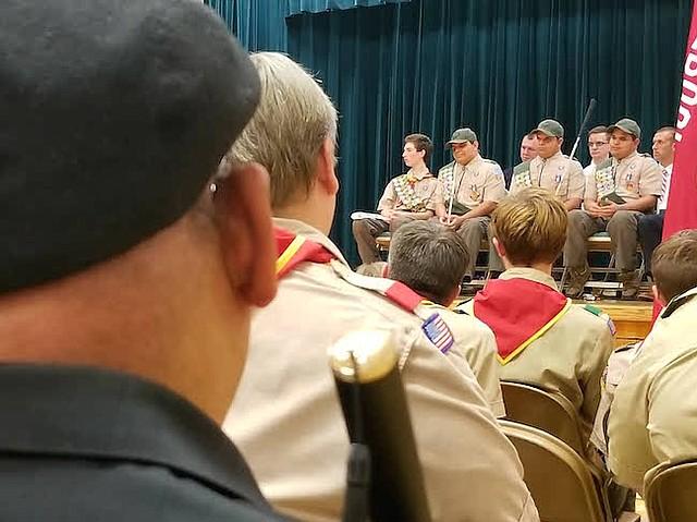 La ceremonia estuvo llena de emoción en una acto histórico, pues son los primero invidentes trillizos en recibir el rango