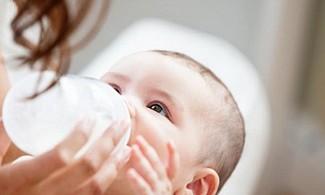 El alimento del bebé debe estar a la temperatura adecuada