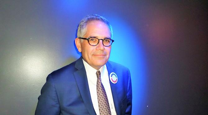 El abogado de derechos civiles Larry Krasner fue elegido Fiscal de Distrito de Filadelfia el 7 de noviembre de 2017 y asumirá el cargo en enero de 2018.