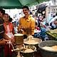 TRADICIONES. Con molinos antiguos de elotes hacen la masa para conservar las tradiciones gastronómicas de La Unión.