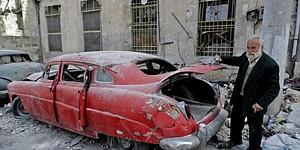 Mohamed Mohiedin Anis, un vecino de la ciudad siria de Alepo con una colección de autos antiguos