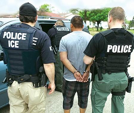 TÁCTICA. Miles de indocumentados en todo el país caerían en las redes de los agentes migratorios de implementarse la 'deportación express'.