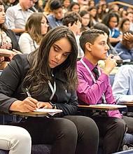 OPORTUNIDAD. Los jóvenes y sus padres podrán recibir información de primera mano sobre lo que es necesario para ingresar a la universidad, la aplicación de inscripción y como obtener ayuda financiera.