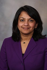 La doctora Priya Sampathkumar, experta en enfermedades infecciones y profesora asociada de medicina en la Clínica Mayo, recomienda que las personas que tienen un sarpullido en la cara vayan enseguida al médico.
