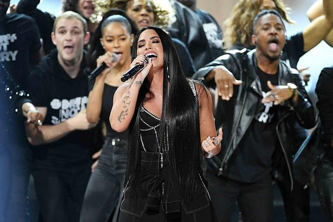Demi Lovato durante su presentación en los American Music Awards de 2017.