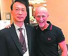 El cirujano chino Ren Xiaoping y su colega italiano Sergio Canavero