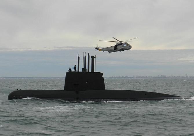 Avanza búsqueda de submarino mientras crece tensión entre Gobierno y familias