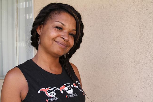 Chalfonte LeNee Queen de San Diego dice que ha sufrido violentos episodios de vómitos gran parte de las últimas dos décadas, hasta que supo que su afección estaba relacionada con el consumo de marihuana.