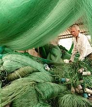 Pobladores de Tasajera se dedican a la pesca.