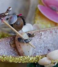 Las conchas y los caracoles son la materia prima de las artesanías.