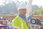 Jonathan Salsman, Ingeniero Senior del Departamento de Obras Públicas, muestra la obra proyectada para terminarse el año entrante. Foto: Horacio Rentería/El Latino San Diego.