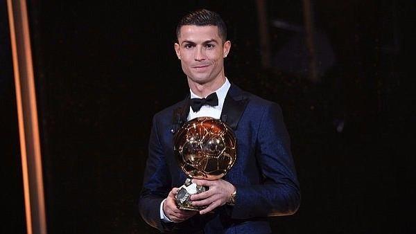 Cristiano Ronaldo con su quinto Balón de Oro