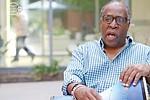 Sundiata Kata ofrece una novedosa terapia utilizando tambores. Foto: countynewscenter.com