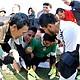 DRAMA. José Luis Monroy (camisa y guantes verdes), portero de Toluca, llora desconsoladamente tras parar dos penales a CD Zafir USA y coronar a su club en la American Soccer League.