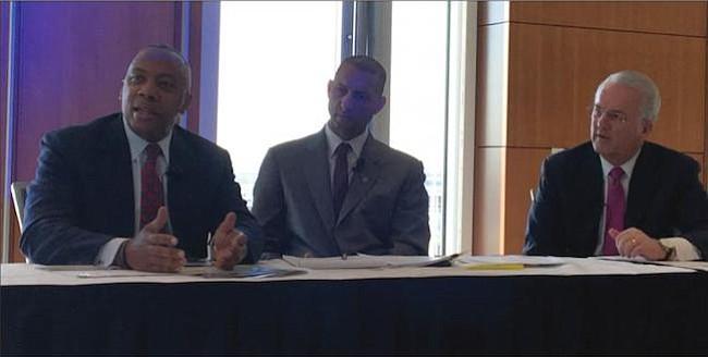 PANELISTAS. De izq. a der.: Calvin Mackie, Spencer Overton y Jack Gerard durante sus intervenciones sobre carreras STEM.